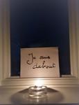 Window commemoration: Je suis debout